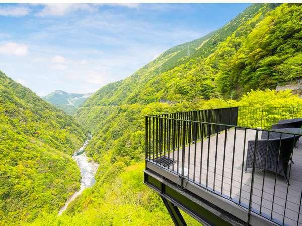 ■展望テラス-雲の上テラス■ケーブルカー乗り場の横に新たに誕生。祖谷渓を180度ぐるり一望