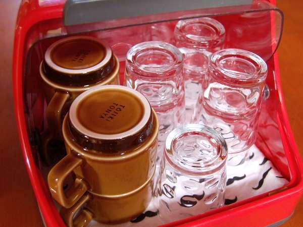 マグカップとグラス・急須は各お部屋に備え付けです