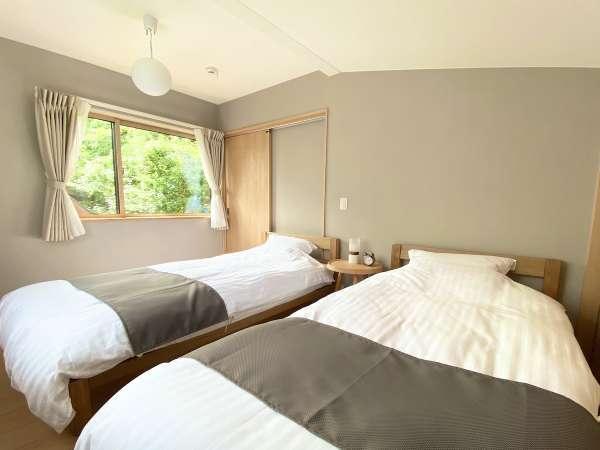 2階ベッドルーム。シングルベッド×2台