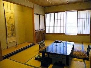 和室10畳のお部屋。廊下から踏み込みスペースがあるので、ゆったりとした広さを感じる