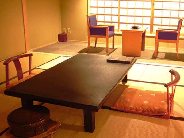 落ち着いた和の風情ある客室