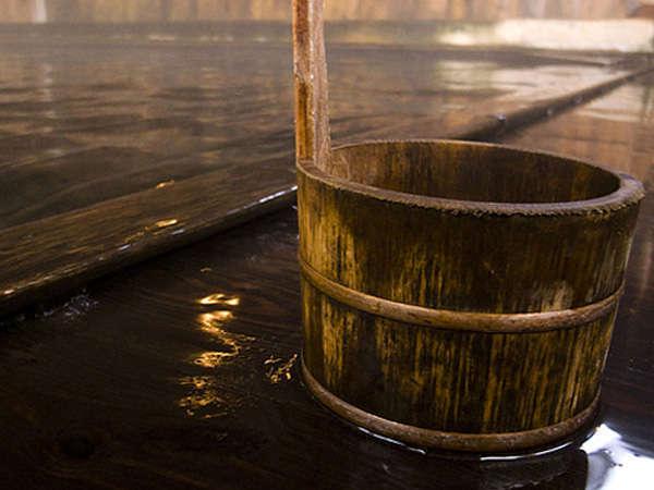足元から源泉が湧き出る日本でも数少ない秘湯