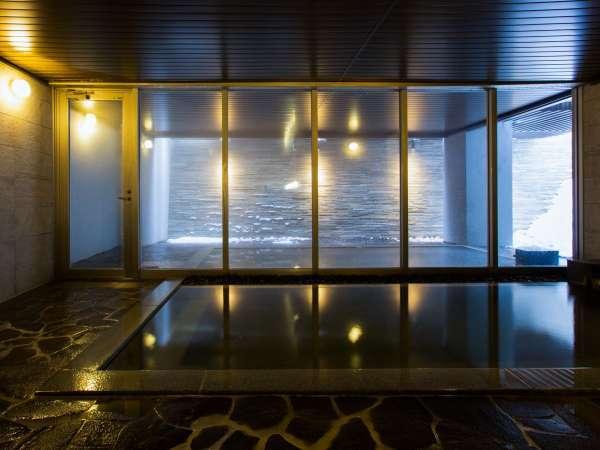 天然温泉「アイビーの湯」は、ニセコエリアでもトップクラスの上質な湯質です。