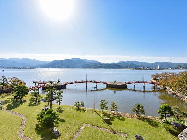 *【湖畔側15畳】東郷湖畔の移りゆく景色をお楽しみください。