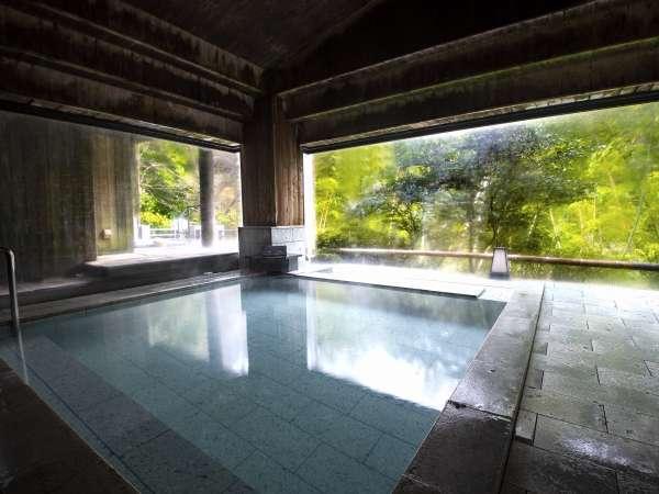 大浴場(男湯)トロトロの湯に浸かり、ゆっくりと休日を楽しむ…みょうばん泉をご堪能下さい。