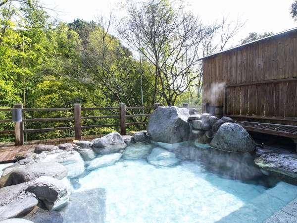 大浴場露天風呂(女湯)原生林を目の前に風にあたりながら日頃の疲れを癒して下さい
