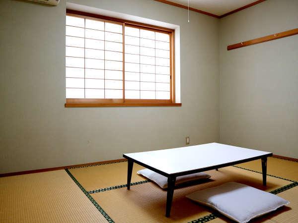 *【新館6畳和室一例】こじんまりとしていますが、のんびり3名様までお寛ぎいただけます。