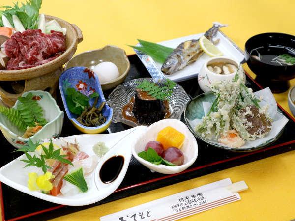 *【夕食一例】季節の地の物をふんだんに使ったお料理の数々。