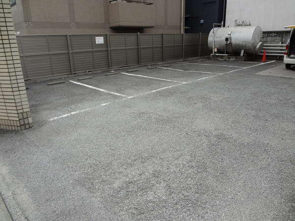 敷地内駐車場(駐車場ご利用のお客様は事前に電話での駐車場予約が必要です。)