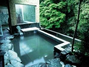新緑の頃の露天風呂です。