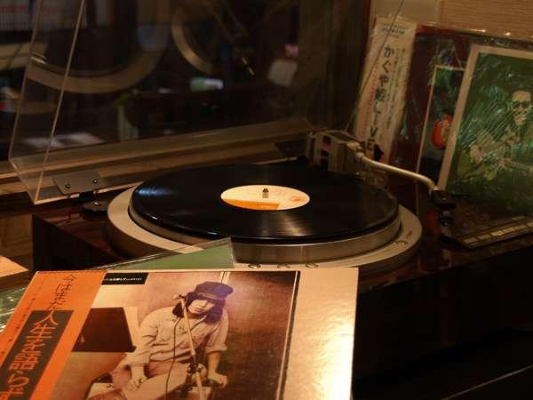 【喫茶・談話室】懐かしいフォークソングをレコードで聞きながら