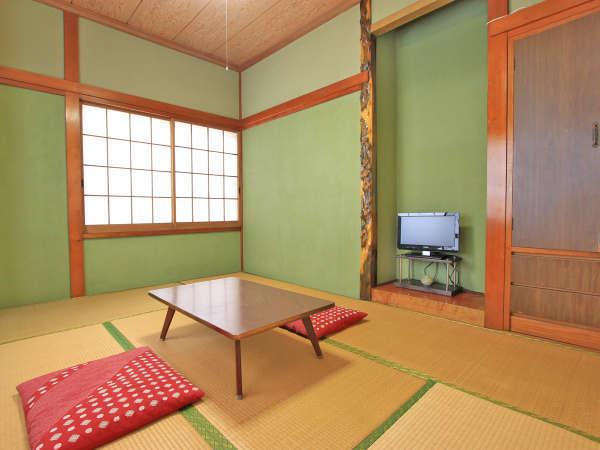 6畳◆夏には窓を開けると自然と心地いい風が入ってきて、のんびり寛げます。