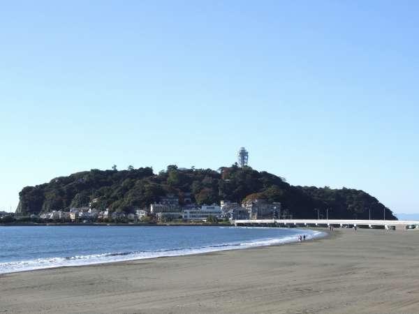 シーズンオフの片瀬東浜海岸。風情があります♪徒歩数分。