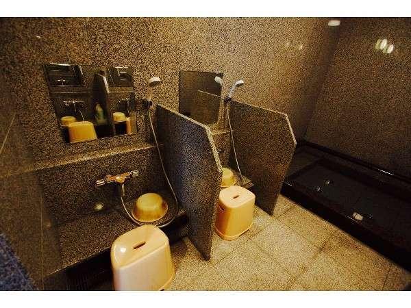 シャワー台も4面になりました