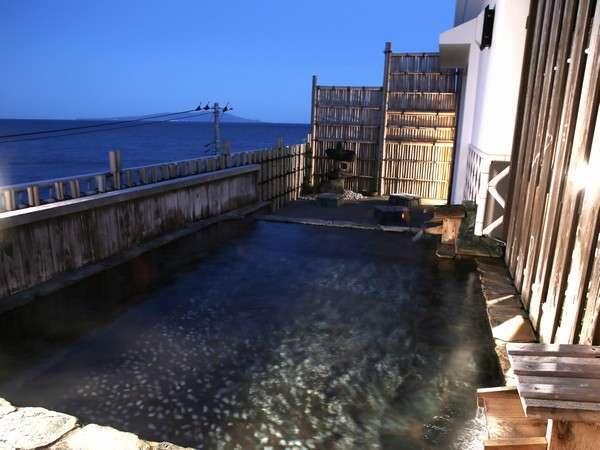 屋上の展望露天風呂からは相模灘と綺麗な星空がみれます