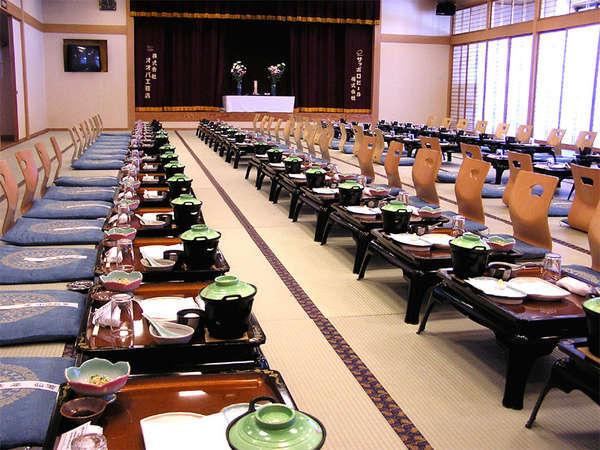 *宴会場でお食事をご用意させていただく場合もございます。