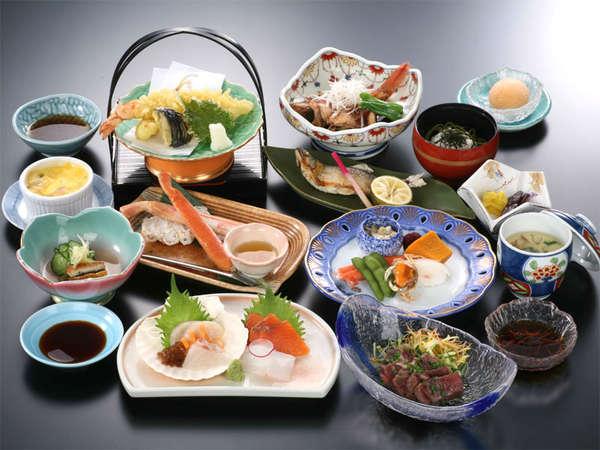 *夕食一例/夕食では11品ほどの和食膳をご提供しております。