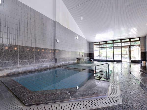 *大浴場/肌にスーッと馴染むやわらかな天然温泉はお肌をすべすべにしてくれます。