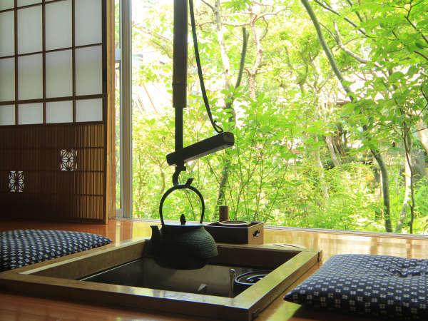 ◆【囲炉裏付き和室8畳】囲炉裏を囲んでお客様同士、ちょっと昔の思い出など語らいはいかがでしょうか。