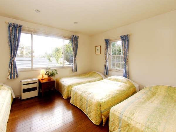 清潔で明るくシンプルな客室
