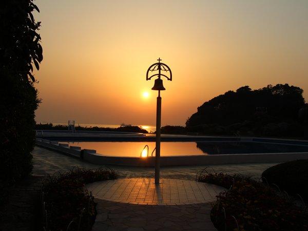 ガーデンから眺める日の出