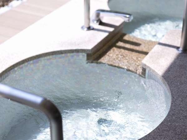 【女性大浴場】露天風呂は開放的なジャグジー付き。※天然温泉ではありません。