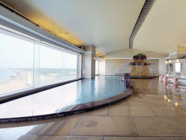 ≪大浴場 海の花≫三河湾を見渡せる大浴場。泉質はナトリウム塩化物炭酸水素塩泉