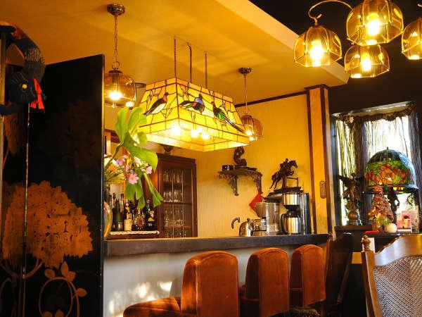 【本館レストラン】どこか懐かしく温かい雰囲気に包まれた空間