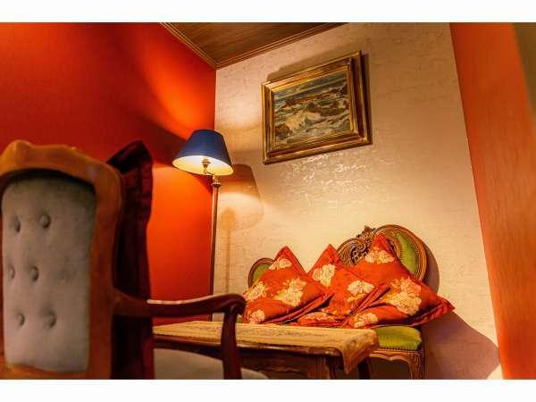 【月酔い】本館 露天風呂付和室 お客様にも大変好評いただいている大正ロマンデザインスペース