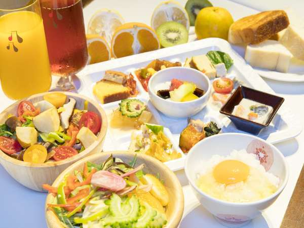 大人気の朝食ビュッフェ♪新鮮野菜約10種類と季節の果物約10種類★オーダーメニューも全8品★