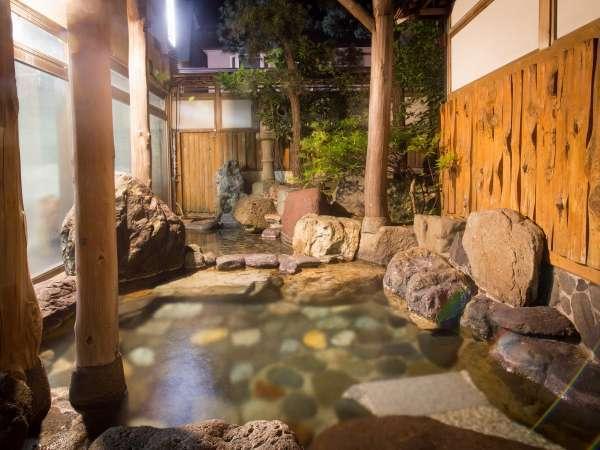辰巳館名物の庭園露天風呂!