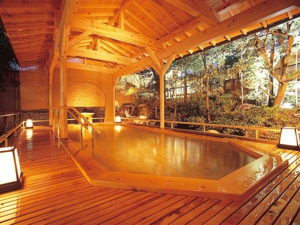 ひのき造り露天風呂「月光の湯」女性用