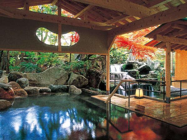 岩造り露天風呂「日光の湯」男性用(紅葉)