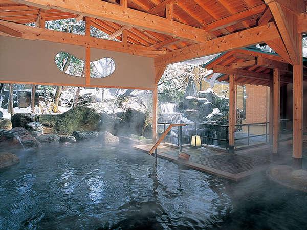 岩造り露天風呂「日光の湯」男性用(雪景色)