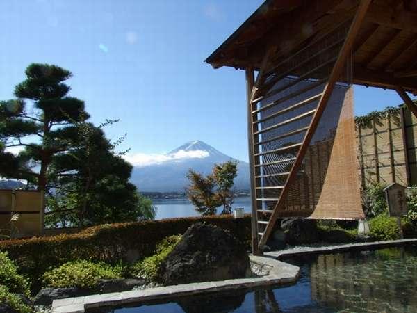 初夏の女性露天風呂 赤富士