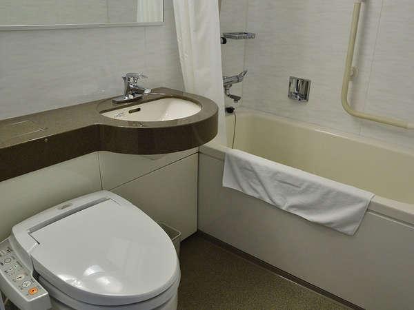 【風呂】バスルーム■シングルルーム・ダブルルーム・ツインルームはユニットバスをご用意しております。