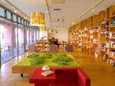 本と雑貨とコーヒーと。静かな高原のカフ「books&cafe」