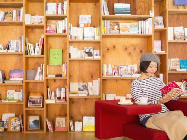 Books&Cafeでコーヒーを飲みながら本を読む寛ぎのひとときを
