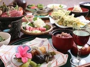 【万葉茶寮みさか】全10室の宿。地元食材と季節のオリジナル懐石料理の家庭的な宿。