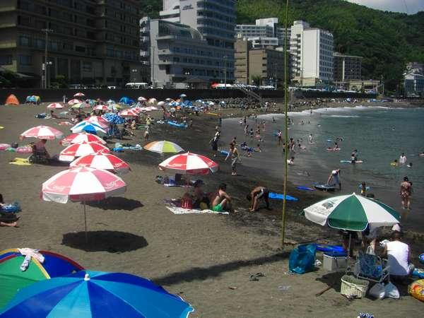 熱川海岸海水浴場車3分徒歩で15分宿から送迎あり(朝10時より12時まで)。駐車場・海の家あり