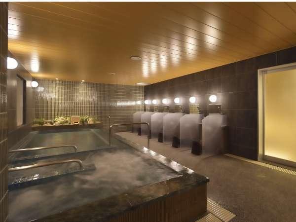 【男性大浴場】ジャグジー付の大浴場、アメニティも旅館仕様の一級品。