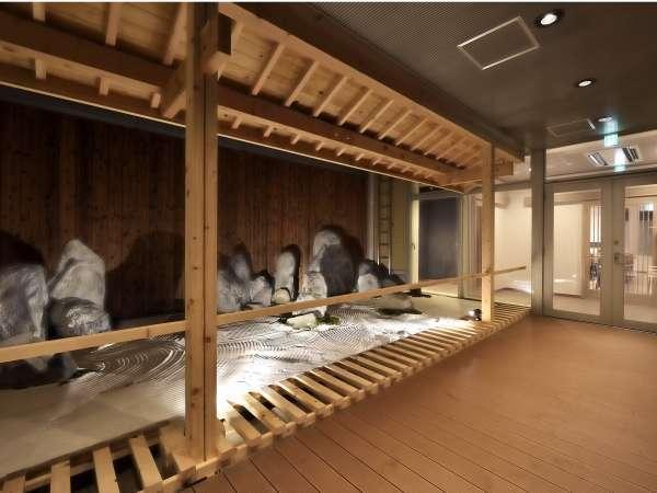 日本庭園|5階男女共有のラウンジ前の通路で鑑賞できます。