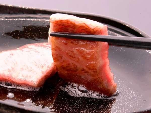 近江牛鉄板焼きは肉の香ばしさも味わえます