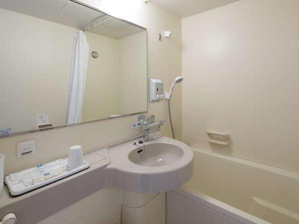 【バスルーム】シャワーヘッドとお湯の温度調整にも便利なサーモスタット式に刷新