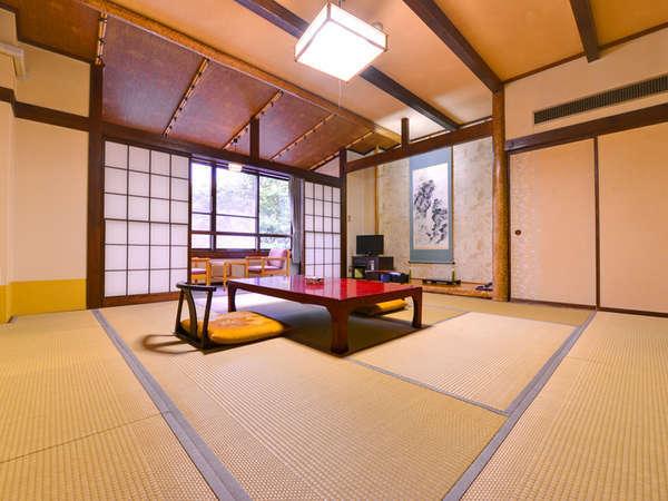 *和室10畳 田園風景を眺めながらのんびりとお寛ぎ下さい。