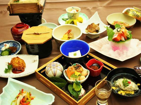 ◆旬の味覚の食材を活かした料理に舌鼓(お食事一例)