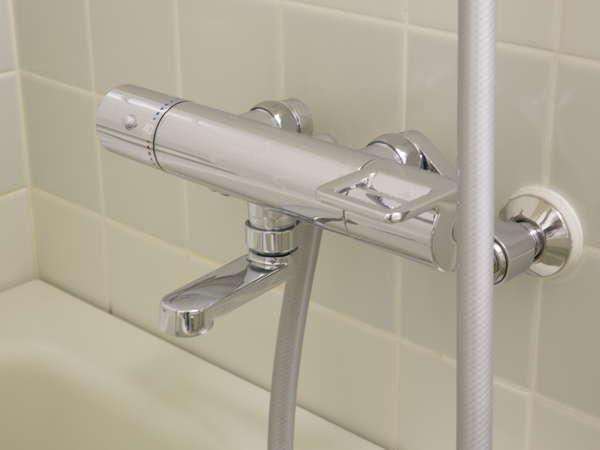 お風呂の水栓はサーモスタット機能付で温度調整が簡単です。