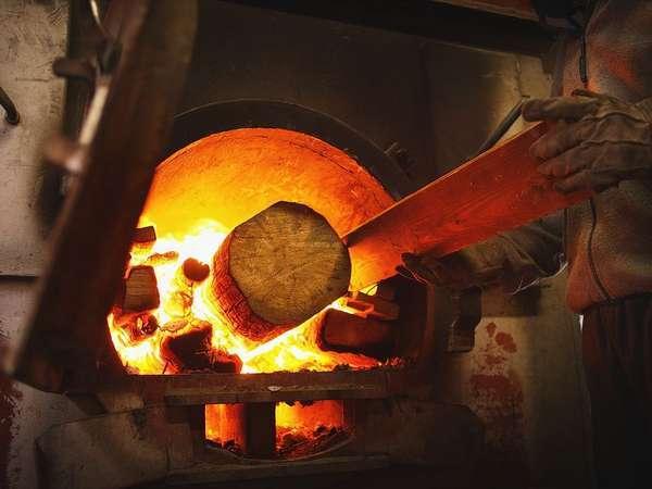 薪で沸かすお湯は滑らか。よりいっそう肌触りも柔らかくさらに湯冷めもしにくくなっています。