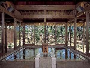 ☆「月読」 内湯 松林に囲まれた温泉で自然を感じながらゆっくりと寛げます。