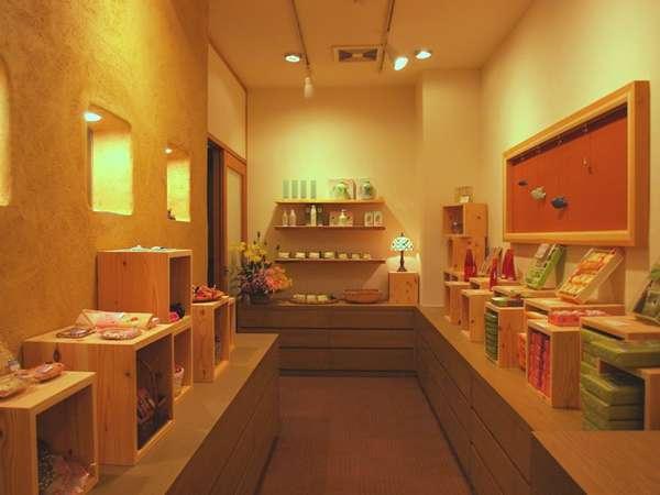 2012年4月にリニューアルした売店「花暦」。